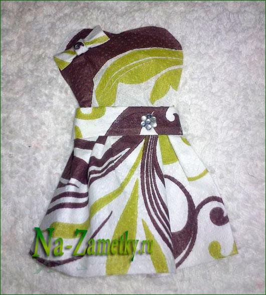 Платье украшенное бантиками
