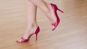 Как продлить жизнь летней обуви